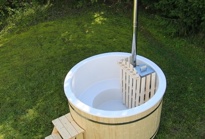 Wooden (fiberglass) hot tub with internal heater
