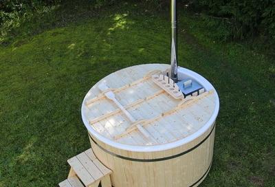 Wooden (fiberglass) hot tub with internal heater