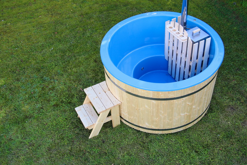 Budget fiberglass wooden hot tub with steps