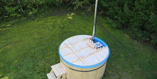 Budget fiberglass wooden hot tub
