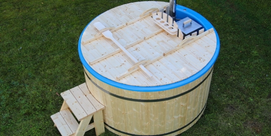 Basic fiberglass wooden hot tub with steps and internal heater
