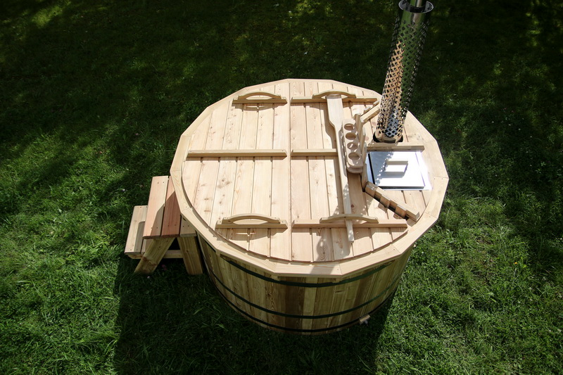 Larch hot tub with internal heater -0031