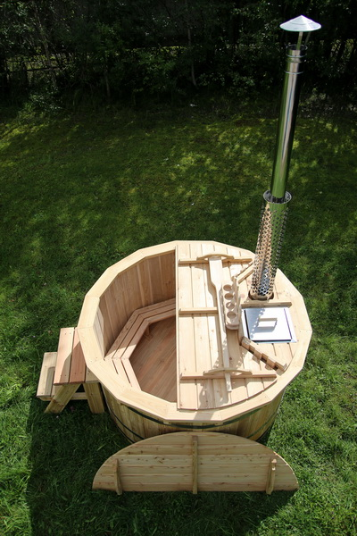 Larch hot tub with internal heater -0033