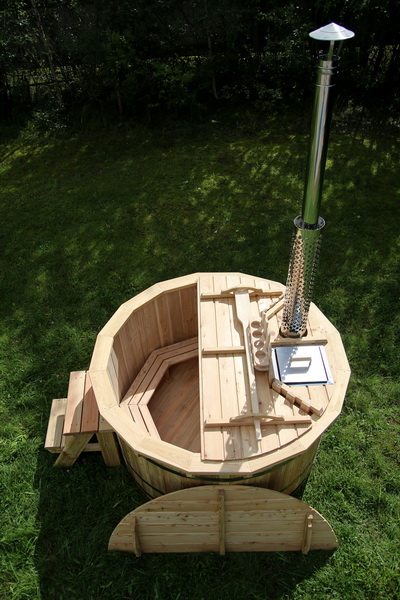 Larch hot tub with internal heater -0034