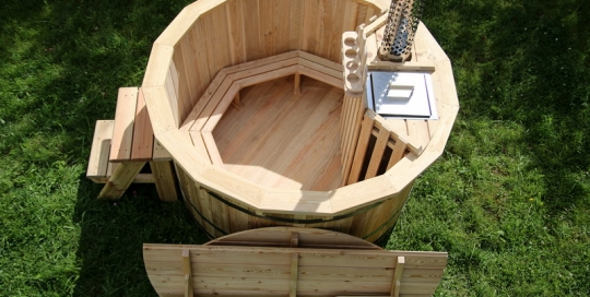 Wooden larch hot tub with internal heater