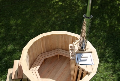 Larch hot tub with internal heater -0037