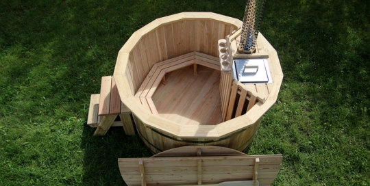 Larch hot tub with internal heater -0039