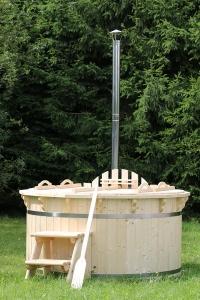 Outdoor wooden hot tub form manufacturer in UK