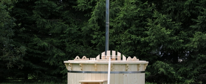 Wooden hot tub for sale in UK from manufacturer