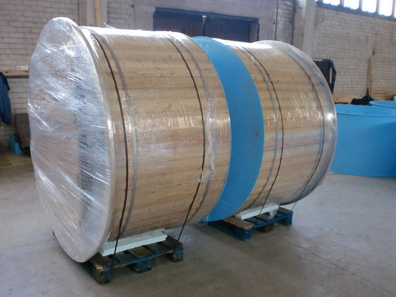 Polypropylene wooden hot tub ready for shipping