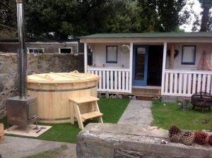 Garden outdoor wooden hot tub