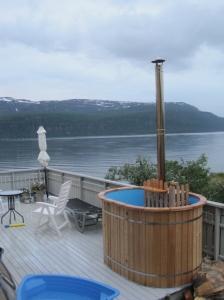Openair wooden hot tub