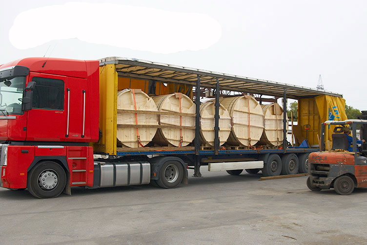 New wooden hot tub delivery in UK